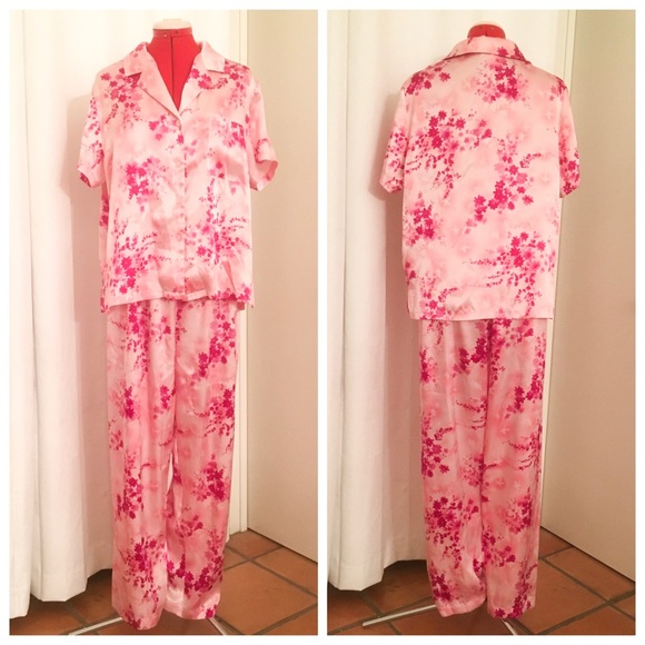 NWT Natori Private Luxuries RED SATIN Essentials Pajamas
